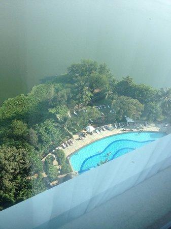 Renaissance Mumbai Convention Centre Hotel: 飯店游泳池