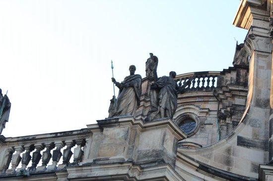 Katholische Hofkirche - Dresden: красиво