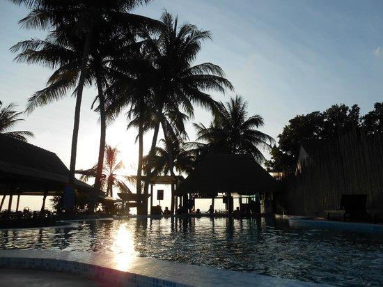 Wind Beach Resort : Piscina