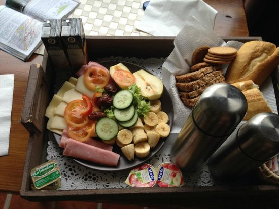 Apartments Los Telares: Breakfast served on tray
