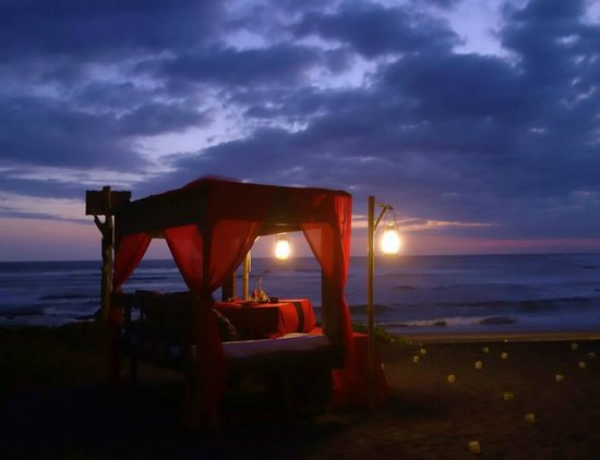 Hotel Tugu Bali : Sunset dinner on the beach