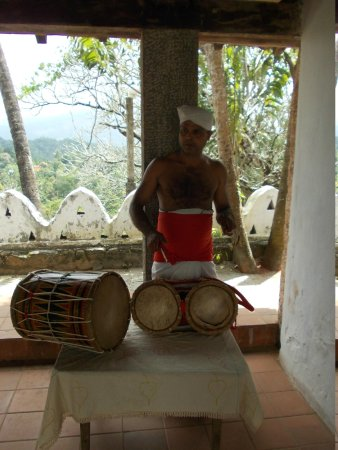 Lankatilaka Temple: The temple drummer