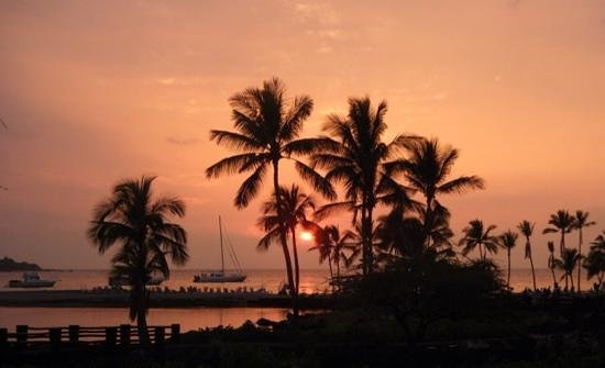 Marriott Waikola Beach: sunset from the pool