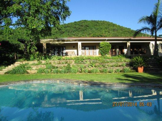 Abangane Guest Lodge: Zwembadzicht