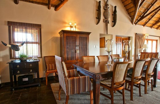 "Amakhosi Safari Lodge: ""isiGodlo"" Private Home"