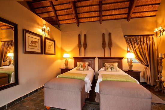 "Amakhosi Safari Lodge: ""isiGodlo"" Private Home sleep 4"