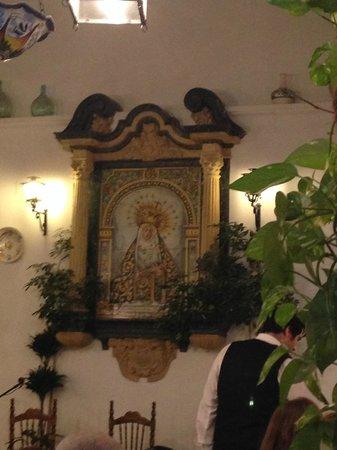 Patio de la Juderia: tribute to virgin