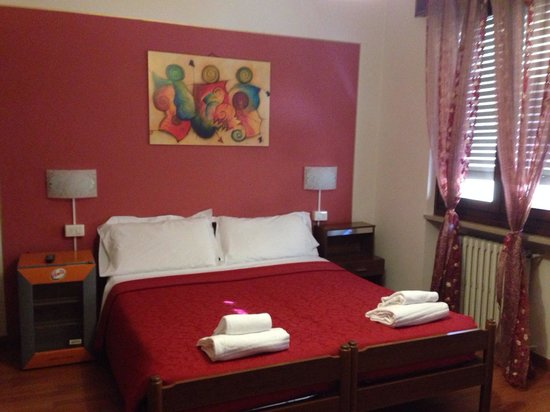 Hotel Arena: Stanza pulita e spaziosa!