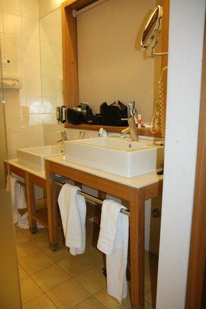 Falkensteiner Family Hotel Lido Ehrenburgerhof: Badezimmer