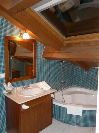 Casa Grande do Bachao: bañera y área de tocador