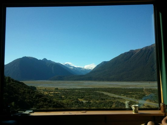 Arthur's Pass Eco Lodge: View from lounge window.