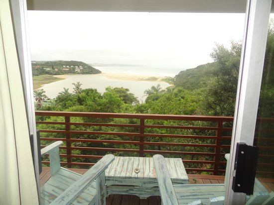 Buccaneers Lodge & Backpackers: View over the lagoon and the beach