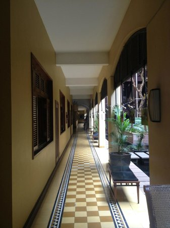 Victoria Angkor Resort & Spa : Gracious corridors