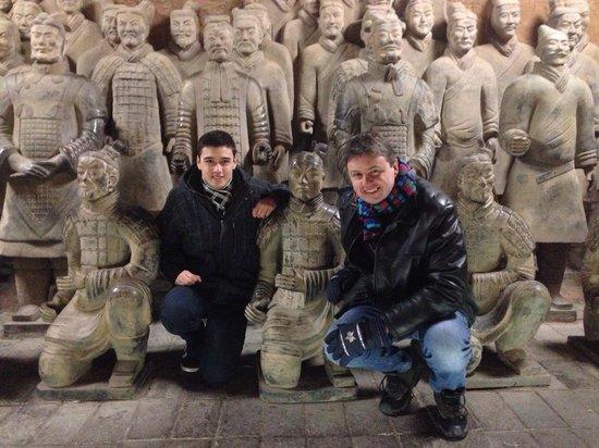 Museo de los Guerreros de Terracota y Caballos de Qin Shihuang: Photo with warriors