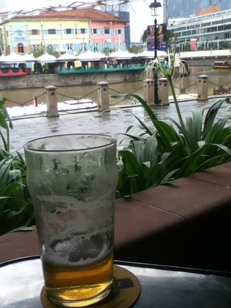 Brewerkz: Enjoying a craft beer during an afternoon stroll along the river