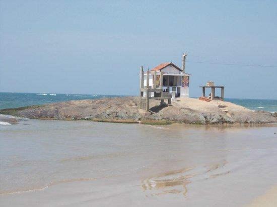Mount Lavinia Beach: Beach side shrine of the fisherfolk