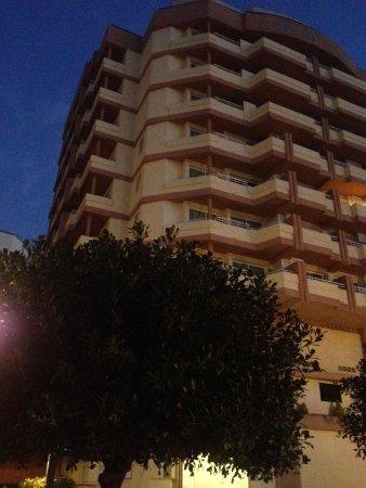 Princesa Playa Hotel Apartamentos : Front Of Hotel 7.30am
