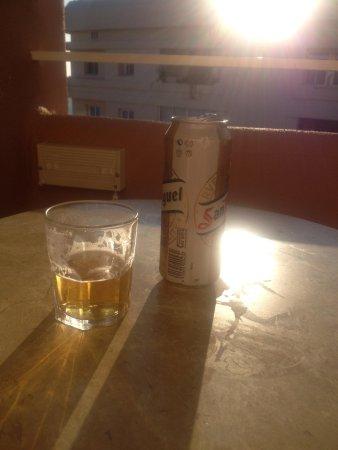 Princesa Playa Hotel Apartamentos: Beer on Balcony