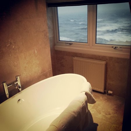 Downcliffe House Hotel: Room 11 bathroom....with a view!