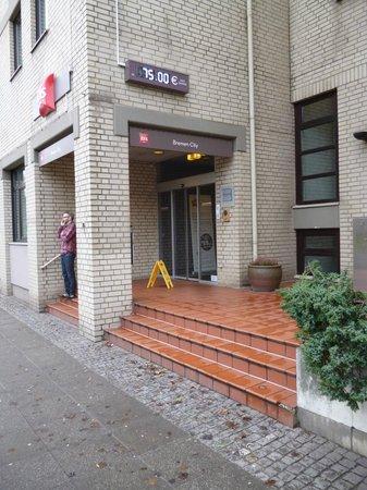 Ibis Bremen City: Der Eingang