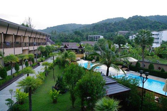 Maleedee Bay Resort : 2nd floor view of pools
