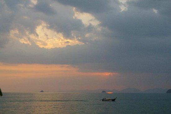Maleedee Bay Resort : sunset