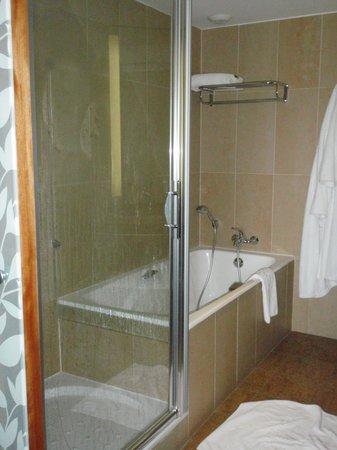 Hotel Parc Beaumont : salle de bain