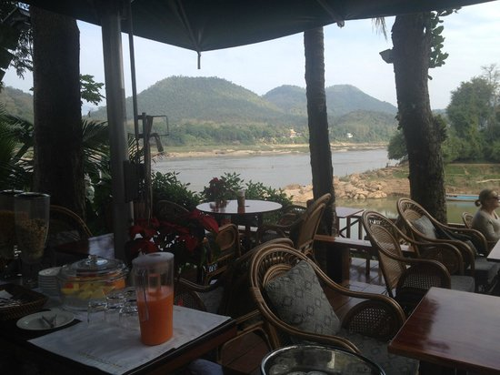 Mekong Riverview Hotel : breakfast area/hotel cafe