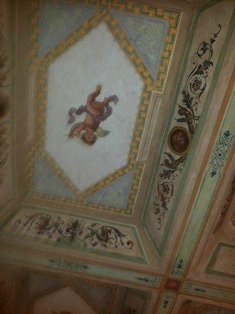 B&B Little Queen: Soffitto di una camera suite