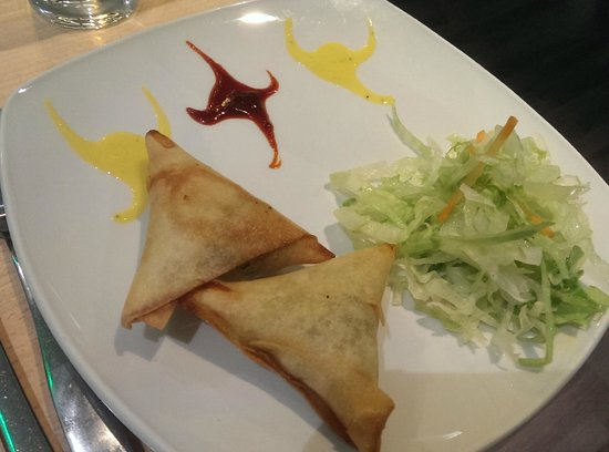 Mint Indian Restaurant: vegetable samosas