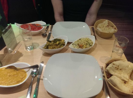 Mint Indian Restaurant: curry, rice and naans!