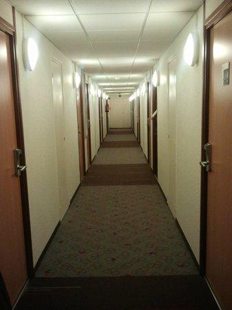 Ibis Paris La Defense Centre: corridoio al piano