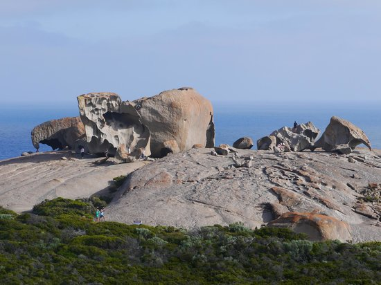 Cape du Couedic Lighthouse Keepers Heritage Accommodation: Remarkable Rocks (5-10min drive) - Photo does not do it justice