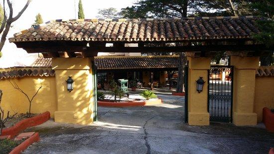 Hotel Cortijo la Reina: Pórtico del Hotel Cortijo de la Reina.