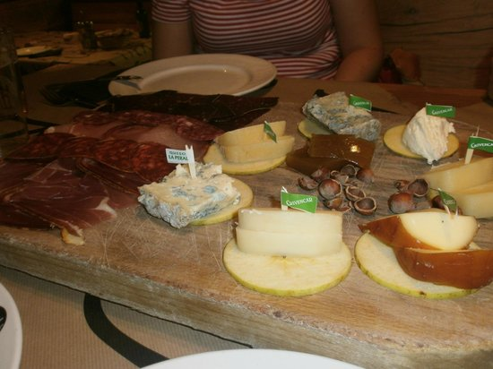 Tierra Astur: tabla de quesos y embutidos