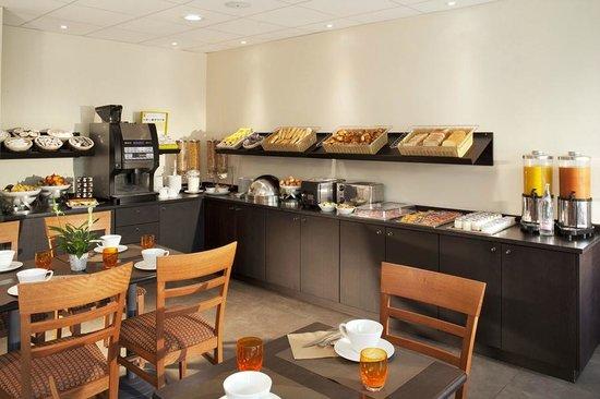 Hôtel Escale Oceania Nantes Aéroport : salle petit-déjeuner
