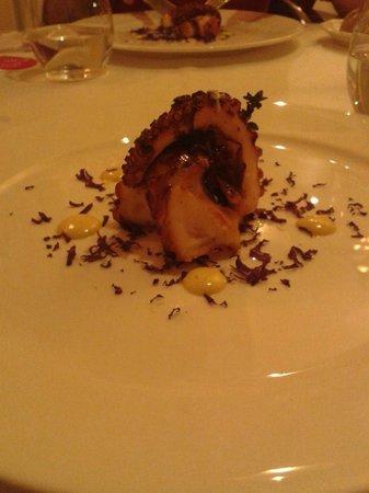Chateau Monfort: piovra con passion fruit e patata viola