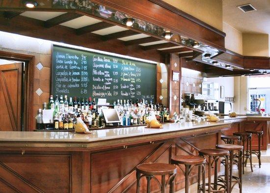 Hotel Los Cantaros: Cafetería