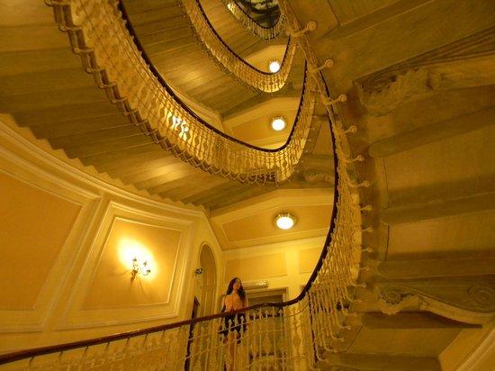 Hotel Bristol Palace : лестница в отеле