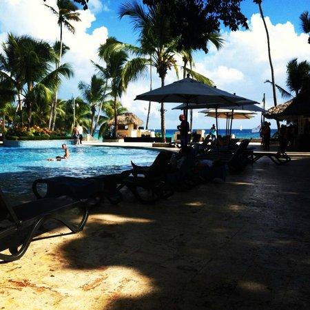 Viva Wyndham Dominicus Beach: piscine principale avec accès direct à la mer