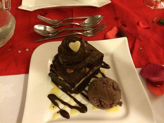 Muddiford Inn: Moist Chocolate Brownie with Double Choc Ice cream