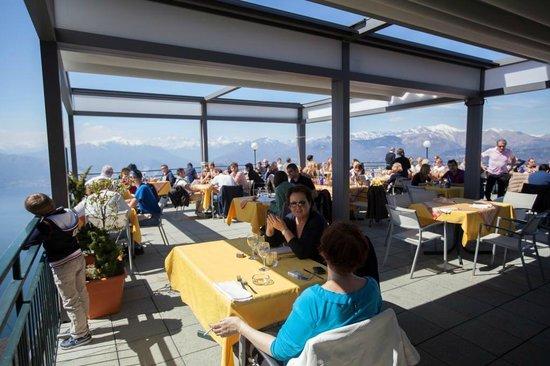 terrazza panaoramica ristorante funivia - Foto di Funivie del Lago ...