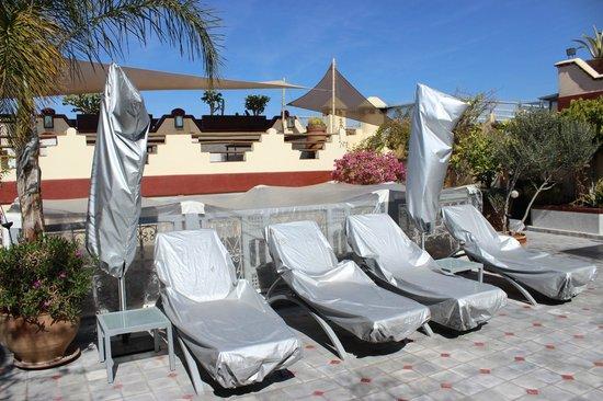 Riad Noos Noos: Terrace seating