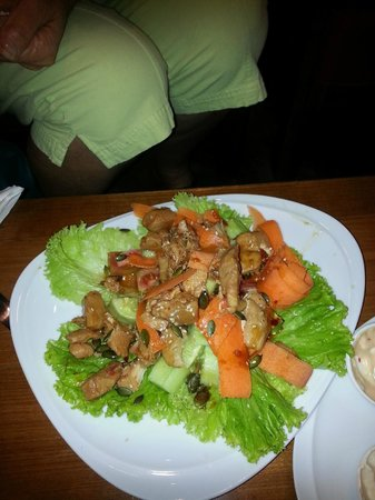 Destiny Cafe & Restaurant: Sweet chilli chicken salad