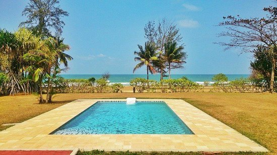 Bintan Lagoon Resort: Villa with pool and beach view