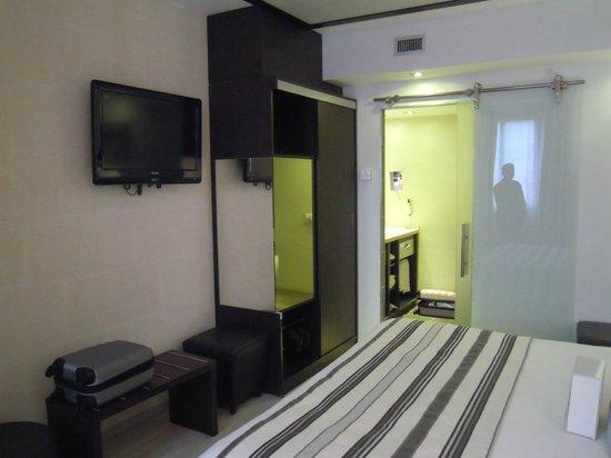 Best Western Plus Hotel Des Francs : dressing et écran plat