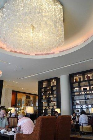 Raffles Makati: The Lounge