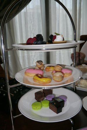 Raffles Makati: High Tea