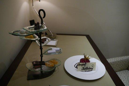 Raffles Makati: Complimentary Birthday cake and chocolates