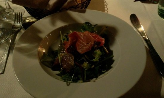 The Excelsior Bistro: Green salad with prosciutto and grape fruit
